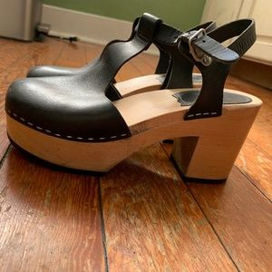 Swedish Hasbeens T-Strap Clogs!! Size 37